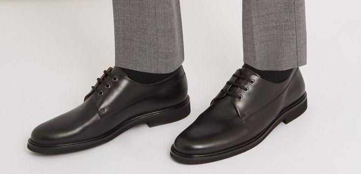 Tres grandes parejas de calcetines y calzado