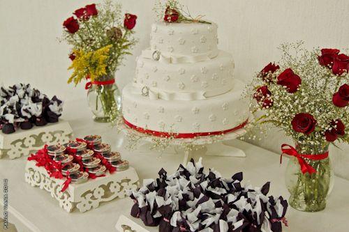 mesa do bolo de casamento vermelho e branco - Pesquisa Google