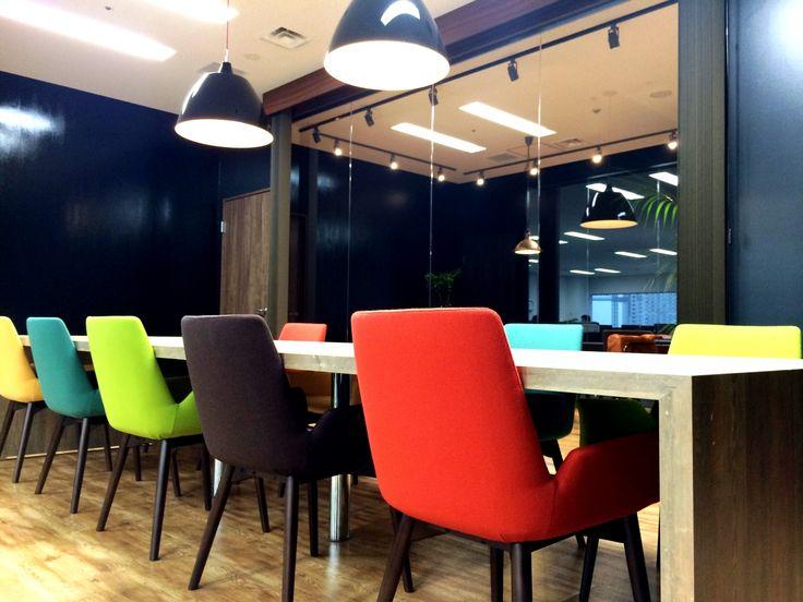 新しい才能を発掘するアンティークカフェオフィス|オフィスデザイン事例|デザイナーズオフィスのヴィス