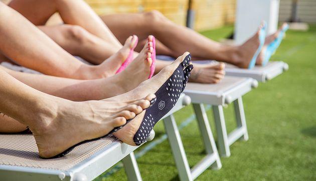 Een handige uitvinding via Kickstarter: met Nakefit hoef je geen schoenen meer aan en kun je zonder problemen op blote voeten lopen.