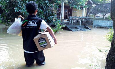 Paket Pangan Ramadhan Sambangi Korban Banjir Kendal