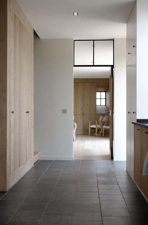 I.s.m. architect: Luc Vandewynckel Een subtiel spel van traditie en actuele bouwkunst. Een degelijk ontwerp begint bij een grondige lectuur van de...