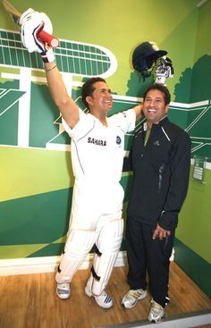 Sachin Tendulkar along side his wax statue #Cricket