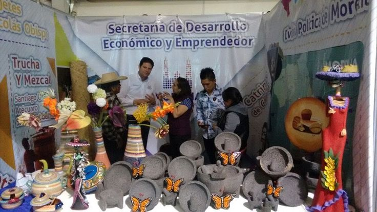 La Secretaría de Desarrollo Económico y Emprendedor montó un stand para exponer artesanías y productos de la zona rural, con el objetivo de que den a conocer su trabajo, amplíen ...