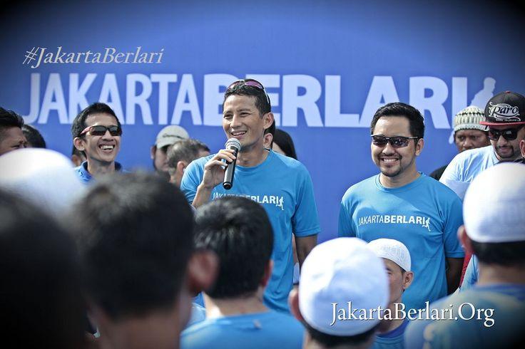 Dengan gerakan Jakarta Berlari, Sandiaga Uno selain mengajak warga DKI menjaga kesehatan, juga membuka peluang usaha sepatu olah raga. #JakartaBerlari