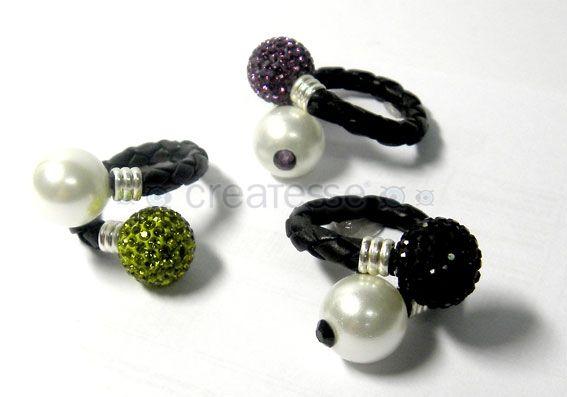 Anillos de cuero y perlas y bolas de ferido con cristal de Swarovski Elements