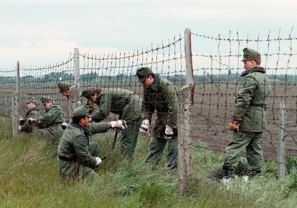 Öffnung der ungarisch-österreichischen Grenze 1989 (© picture-alliance / dpa)