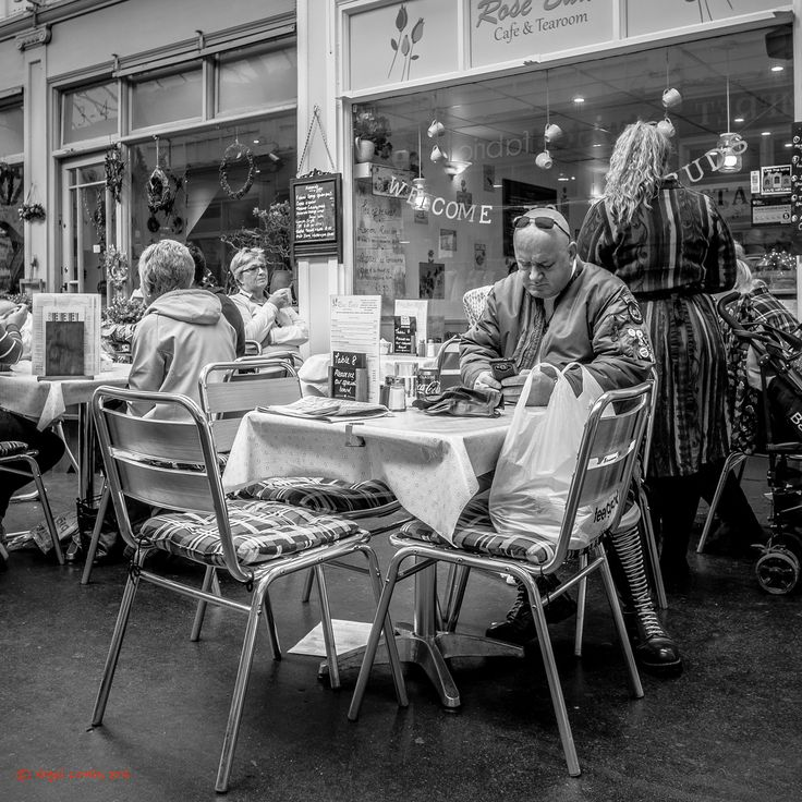 Table 8 - Hitchin street candids
