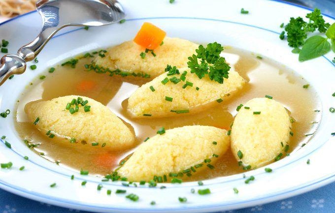 Așa faci cea mai gustoasă supă cu găluște de post, rapid și ieftin. Secretul care le face să nu iasă tari ca piatra e unul singur și la îndemâna ta!