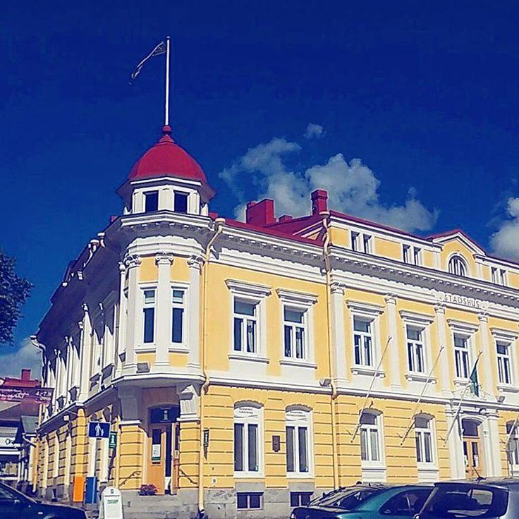 Shades of yellow and blue at the neighbour's tourist info-house today. #yourfriendlyneighborhood #visitraseborg #bigyellowhouse #weareinfinland #teach #anfhionlainn #stadshuset #ekenäs #tammisaari #raseborg #architecture #house #buildings #finland #instafinland #raasepori #finlande #ig_finland #instayellow #gulhuset #visitfinland #bluesky #summer #kesä #sommar #instapic #instaphoto #instalike #igで繋がる空 #ig