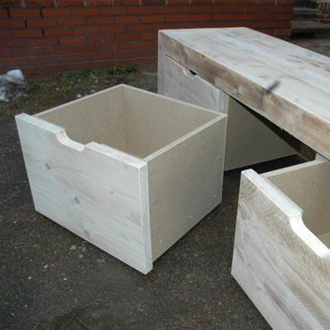 Op maat te maken opberg bank.   Afmetingen: afmetingen H46 x B50 x L200, 2 opbergbakken  Houtsoort: duurzame houtsoort met FSC keurmerk, (hergebruikt of steigerhout.)