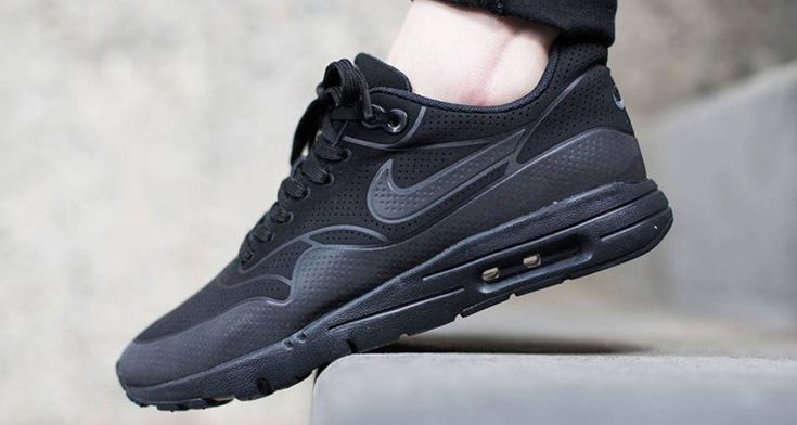 nike-air-max-1-ultra-moire-triple-black-1.jpg (750×400)