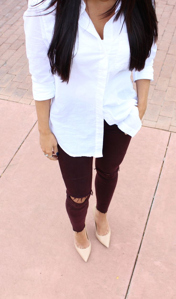 Basic semi casual outfit with burgundy ripped jeans and nude pumps. Fashion blogger @sarahnelizabeth