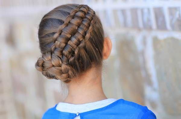 Frizuramustra. Trendi, nőies, változatos hajfonatok. Hatvan fonott hajviselet készítését mutatja be az új képes album
