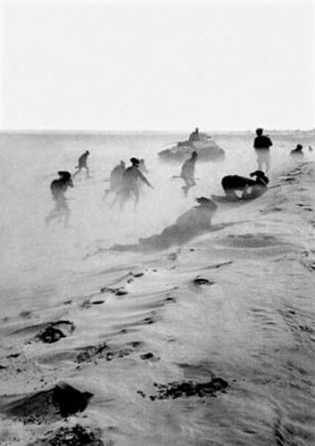 Un combattimento nel deserto libico.