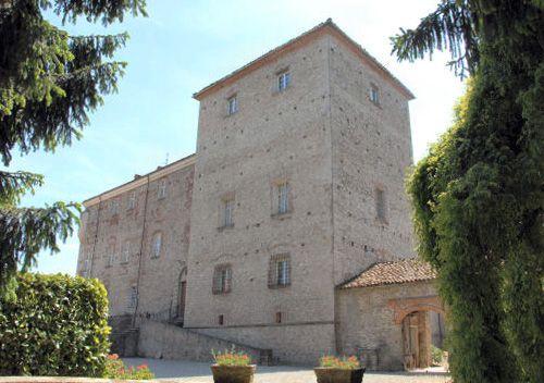 Cravanzana Castle, Langhe Region, Alba, Cuneo, Piemonte, Italy - Price available on application - www.castlesandmanorhouses.com