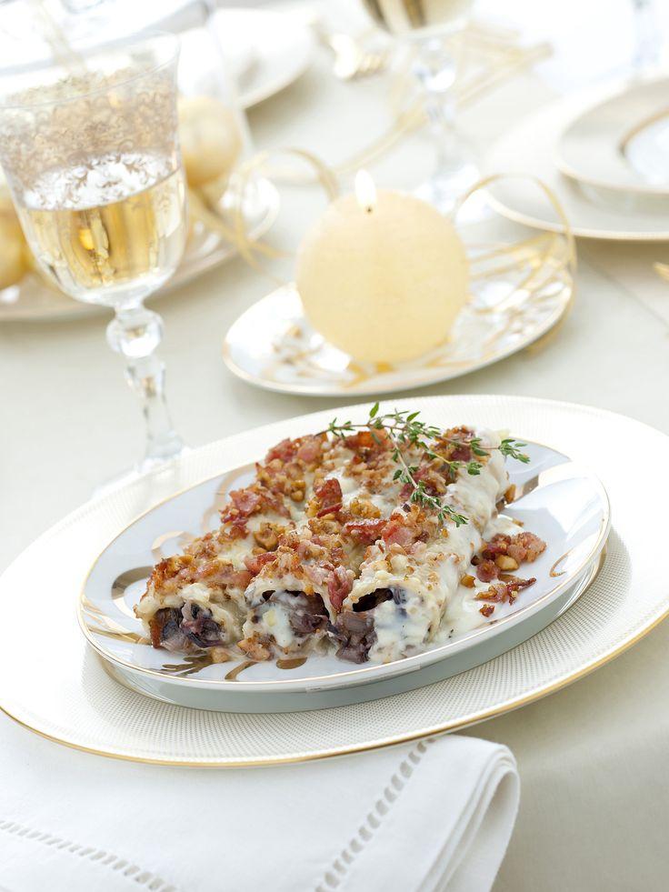 Una preparazione che piacerà a tutti: esegui la ricetta di Sale&Pepe e porta in tavola degli ottimi cannelloni al radicchio con bacon e trito di nocciole.