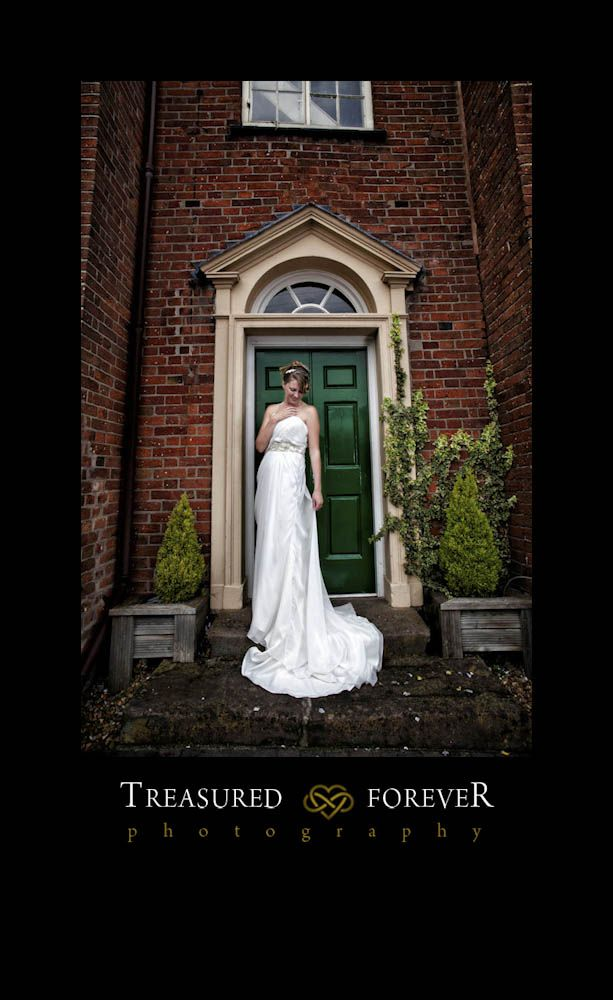 budget wedding photography west midlands%0A The Barns Hotel  Cannock Wedding Photographer  Sarah  u     James