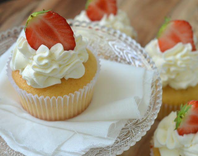 Ellouisa: Citroencupcakes met aardbeien
