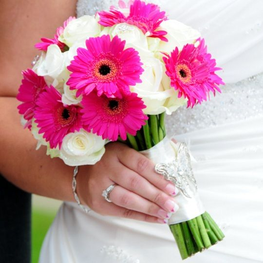Ivory rose and hot pink gerbera bouquet