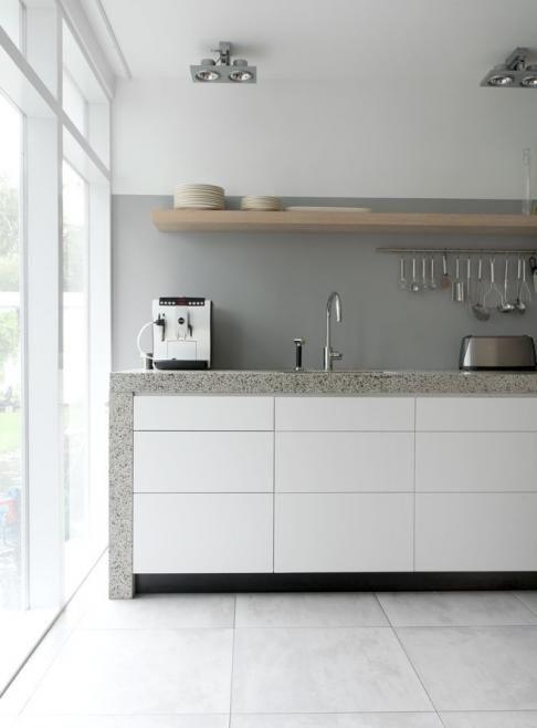 Leuke hoogte voor grijs kleurvlak boven keuken werkblad