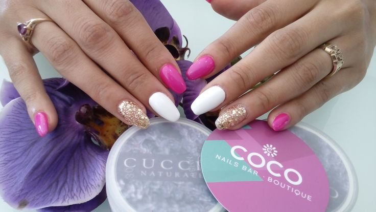 Retoque de acrílico  y Gelish RUB ME THE SARONG, ALL THAT GLITTERS IS GOLD y Tag, you´re it