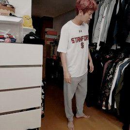Sehun helping Chanyeol to go to sleep... (4/6)