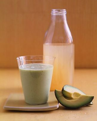 It's no secret that we enjoy sugary drinks and cocktails while laying out by the pool, but they surely won't help us look our best this summer. Pay attention to your diet by making drinks that can give your skin a brighter and clearer complexion. Start by adding nutrient-rich fruits and vegetables into your blender [...]