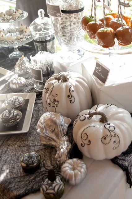 Gorgeous Halloween pumpkins #halloween #decorations #pumkins