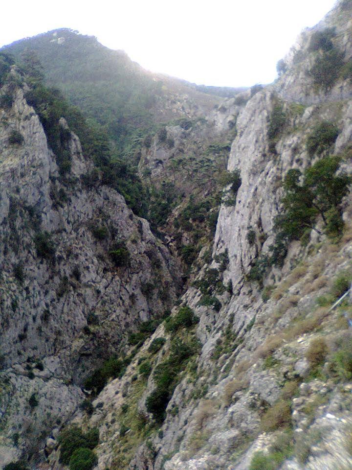 Φαράγγι Κακοπέρατο : Στη βόρεια μεριά του νησιού, στις πλαγιές του όρους Κέρκη (1443 m), δίπλα στο μοναστήρι της Παναγίας Κακοπέρατου, σε υψόμετρο 550m περίπου, ξεκινάει το ομώνυμο φαράγγι. Το τελείωμα του φαραγγιού είναι στην παραλία του Μεγάλου Σεϊτανιού.  Kakoperato Canyon: On the north side of the island, on the slopes of Mount Kerkis (1443 m), next to the monastery of Panagia Kakoperatos, at an altitude of about 550m, starts the gorge. The finish of the gorge is the beach of Grand…