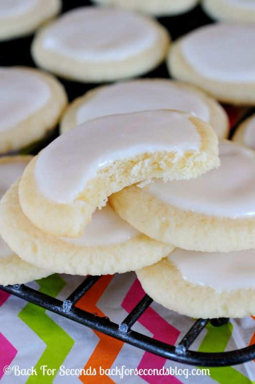 Soft and Light Meltaway Cookies with Vanilla Almond Icing - these are so addicting! #meltaways #buttercookies #cookies