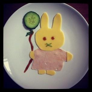 FoodyFace: Mushy Miffy. Lunch.