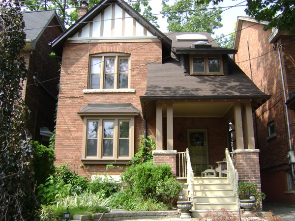 ET Painters offers painting services in Toronto and the GTA including house painting, condo painting, commercial painting, interior and exterior painting.