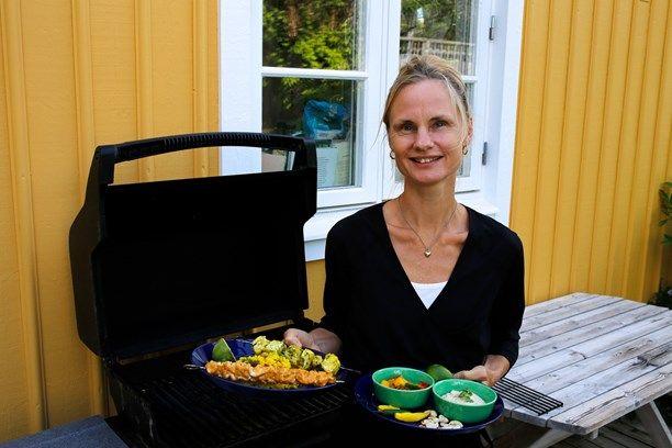 Malin Mendel Westberg, SVT:s utrikeskorrespondent, gästade Meny i P1 med het indisk fisk, chutney to die for och vackert gult kryddris. Till efterrätt blir det en himmelskt len glass på mango och banan. Foto: Tomas Tengby/Sveriges Radio
