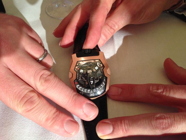 URWERK's UR-210 featured on The Prodigal Guide's 'Talking Hands' seminar at SalonQP http://www.salonqp.com/ http://www.urwerk.com/en/collection-200-collection-c3-p8.php
