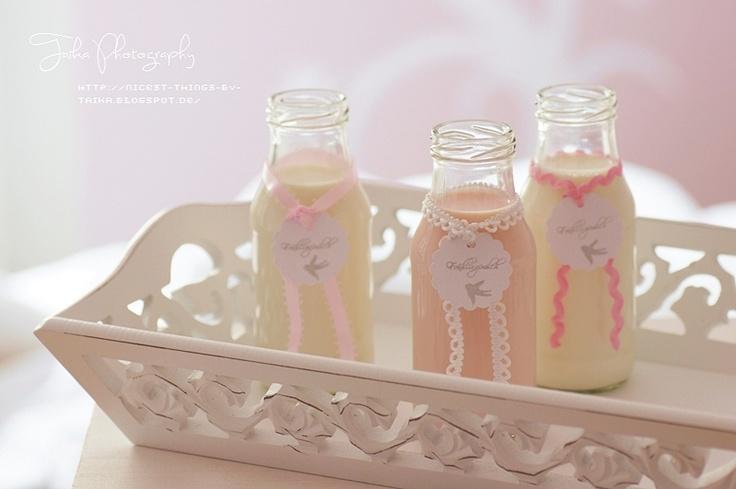 Vanille-, Erdbeer-Guave- und Marzipan-Milch