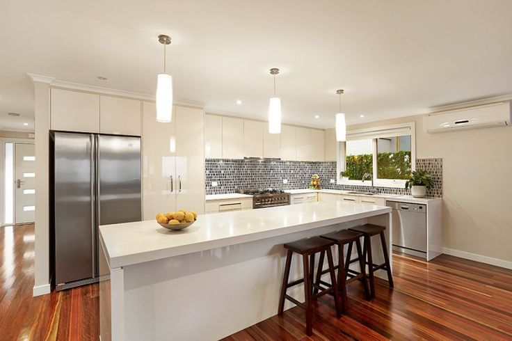 Highett modern kitchen with featured splashback