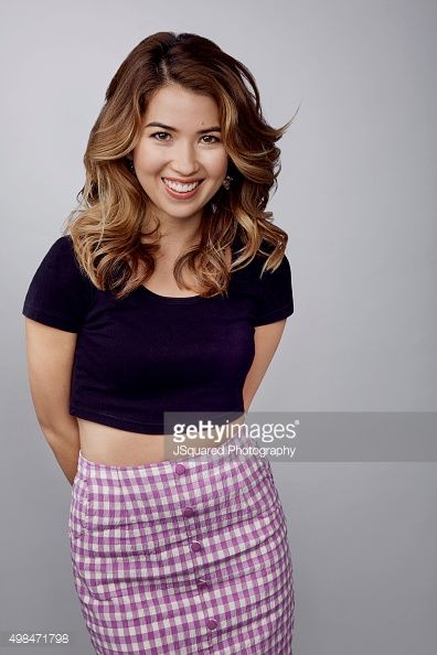 hairstyle . actress Nichole Bloom