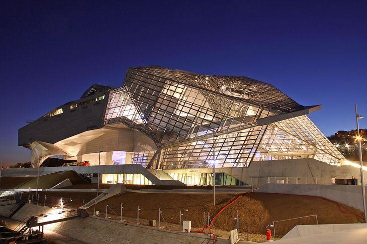 Lyon la nuit Musée des Confluences