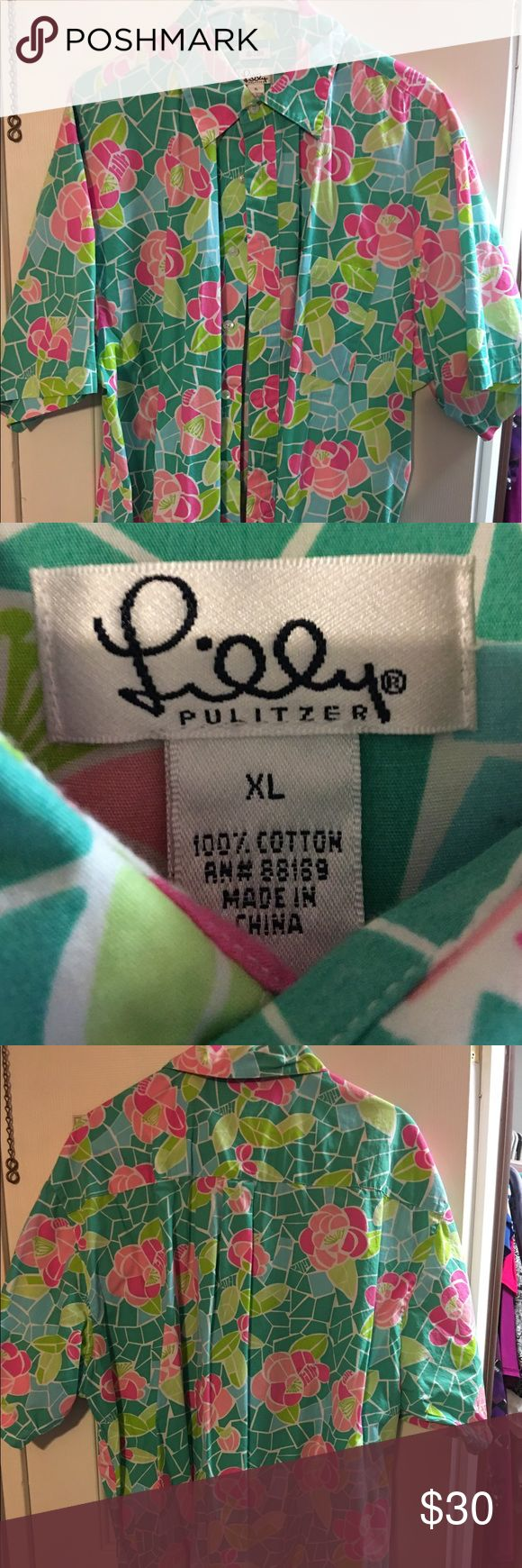 Lilly Pulitzer Button Up Half Sleeve Shirt XL Lilly Pulitzer Button Up shirt. Never worn, bought online. Beautiful colors. Half sleeve. Lilly Pulitzer Tops Button Down Shirts