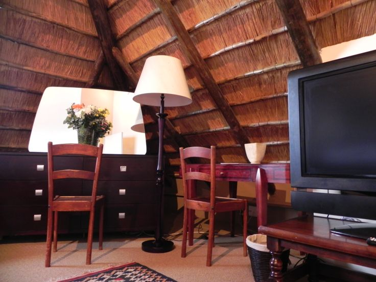 Bedfordview Boutique Lodge has 4 beautiful four star rooms that have comfortable beds and luxurious linen. The rooms have stunning spacious bathrooms. We also have 47 inch LCD tvs In all the rooms.