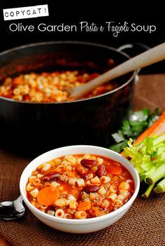 Copycat Olive Garden Pasta e Fagioli Soup. Perfect for cool, fall nights!