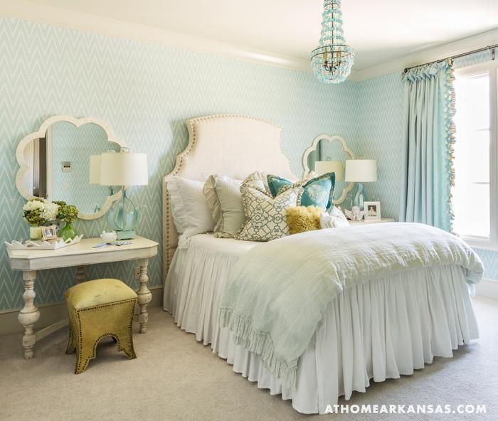 At home in arkansas girl 39 s rooms made good fiona for Turquoise wallpaper for bedroom