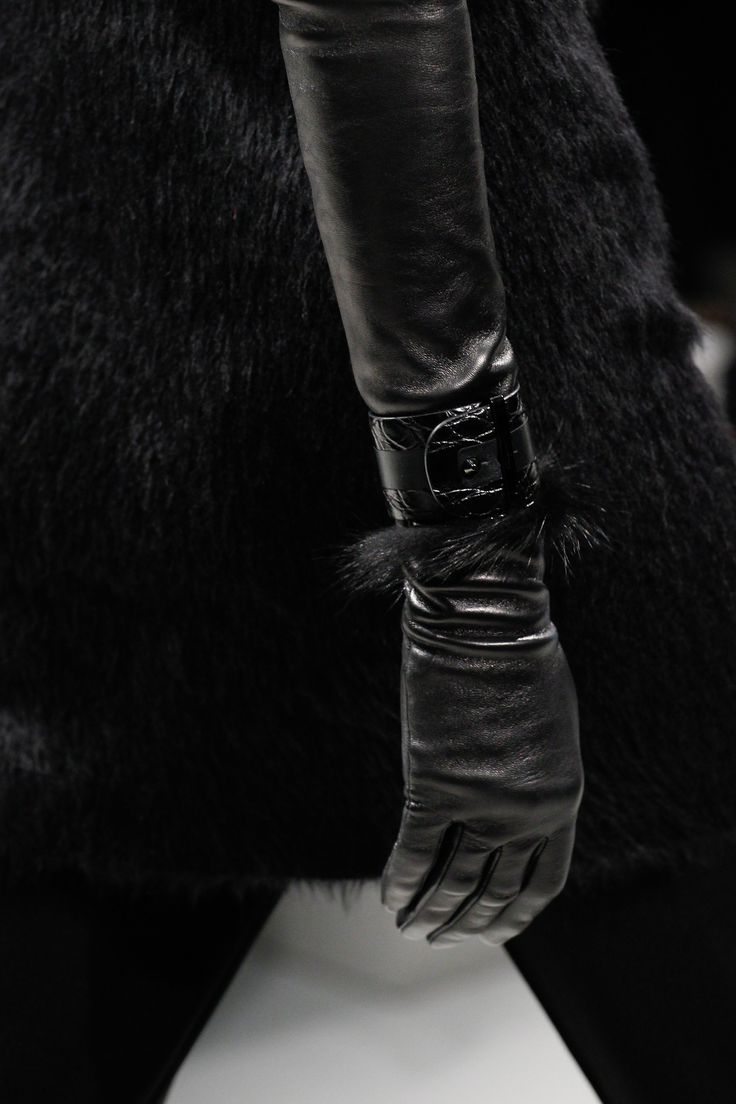 Leather driving gloves with zipper - Salvatore Ferragamo Fall 2017 Rtw