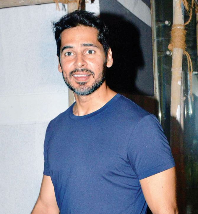 When paparazzi surprised Dino Morea at Sanjay Kapoor's bash , http://bostondesiconnection.com/paparazzi-surprised-dino-morea-sanjay-kapoors-bash/,  #WhenpaparazzisurprisedDinoMoreaatSanjayKapoor'sbash
