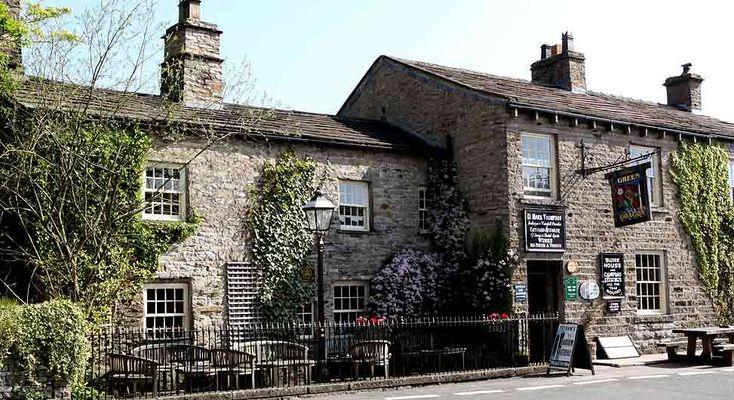 www.aroundaboutbritain.co.uk.  The Green Dragon Inn. Hardraw. Hawes. North Yorkshire. England. UK. Pub. Inn. Travel. Stay. Dine. Eat. Drink. Explore. Walking. Cycling. Golf.