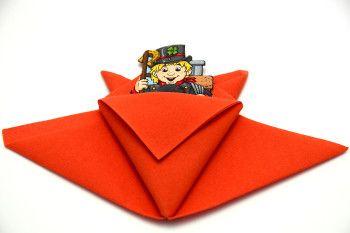 Servietten falten Anleitung Tüte orange. Suchen Sie eine Idee für die Deko des Kindergeburtstages? Eine Serviette in Form einer Tüte würde sehr gut passen.