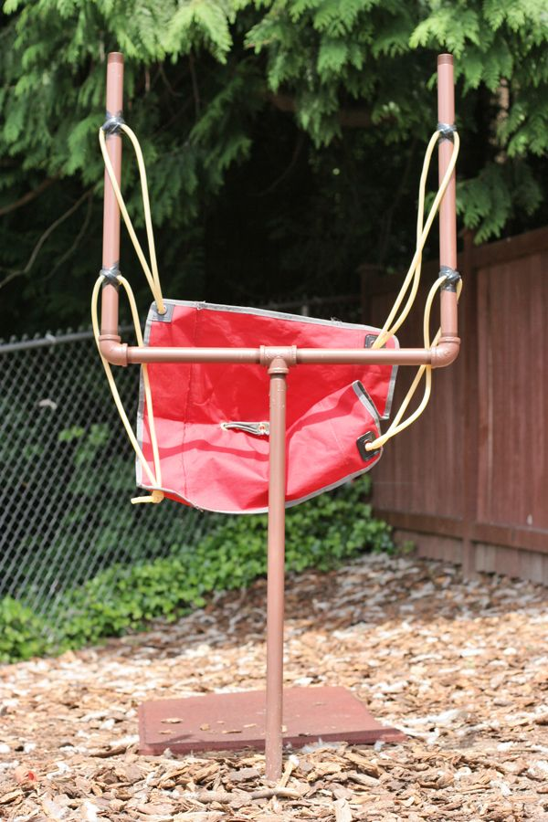 How to make your own giant #AngryBirds slingshot by @Maegan - Simply Styled Home.
