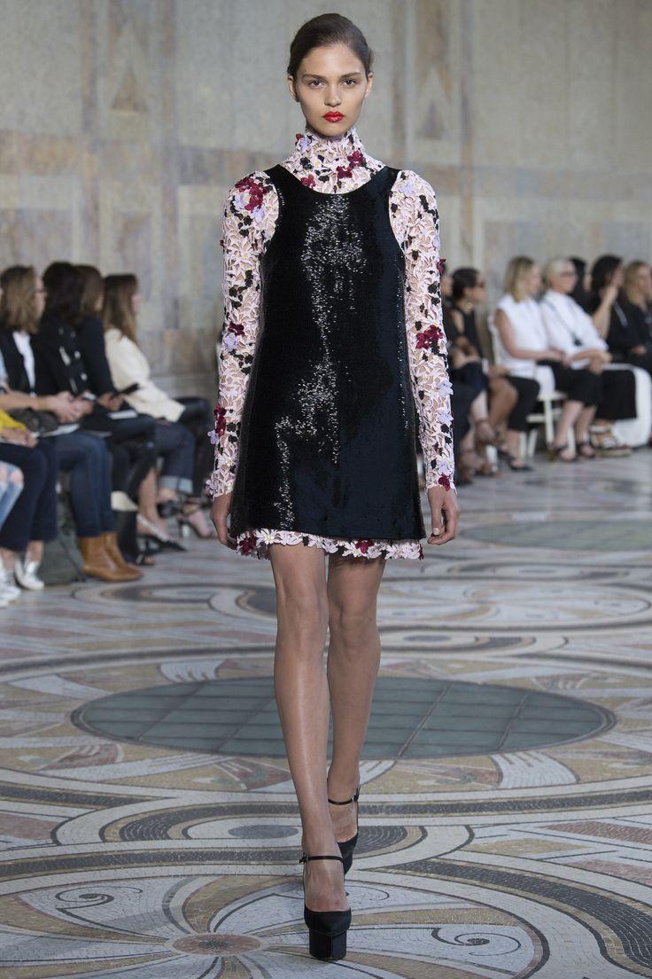 Giambattista Valli Fall 2017 Couture: Juno Temple