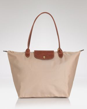 Longchamp is on clearance sale, the world lowest price